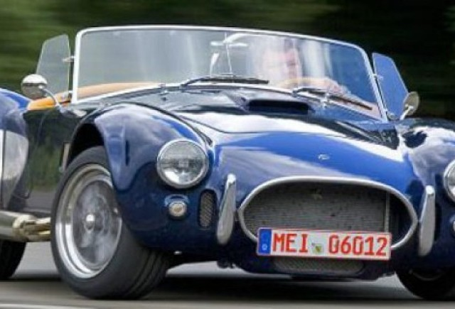 VIDEO: Corvette ZR1 pierde jenant in fata lui AC Cobra