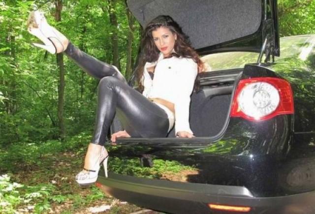 EXCLUSIV: Fetele de la masini.ro (12)