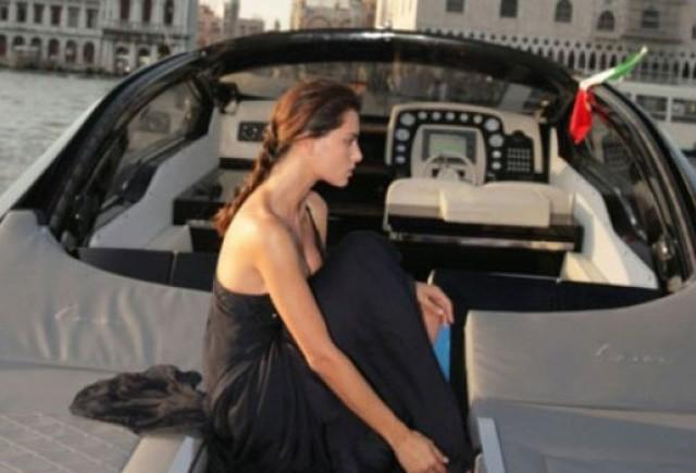 Fotomodelul roman Catrinel este imaginea Lancia