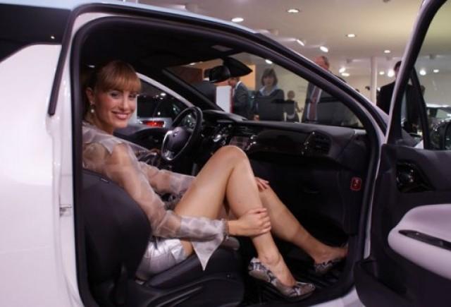 Frankfurt LIVE: Fetele de la salonul auto