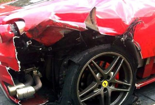 Pneul unui Ferrari a explodat la 190 km/h
