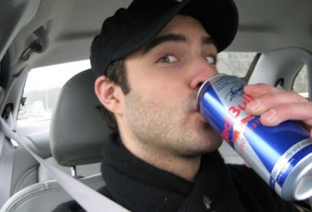 Bauturile energizante sunt la fel de periculoase ca si alcoolul la volan