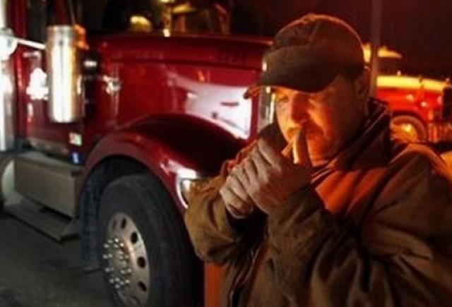 Camionagiu amendat pentru ca fuma in cabina!