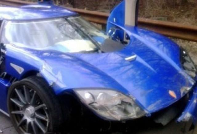 Un dealer Koenigsegg a lovit modelul din showroom