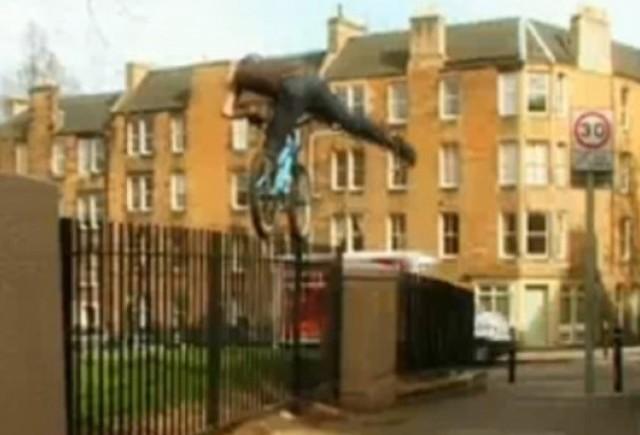 VIDEO: Danny MacAskill, de pe bicicleta, in Volkswagen