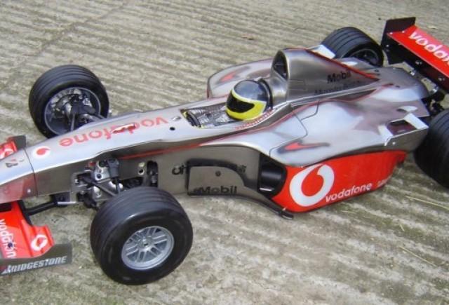 Pole position pentru Hamilton la Adu Dhabi