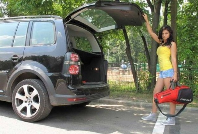 EXCLUSIV: Fetele de la masini.ro (14)
