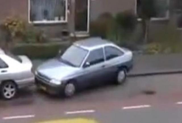 VIDEO: Cea mai proasta parcare posibila