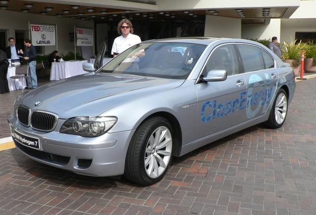 BMW renunta temporar la tehnologia pe baza de hidrogen