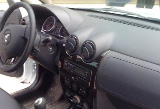 Primele imagini cu interiorul lui Dacia Duster
