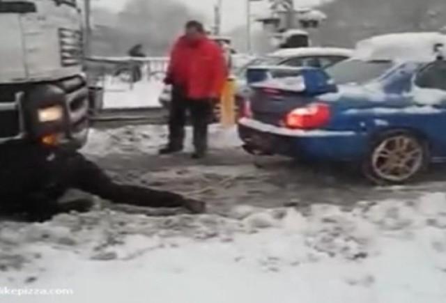 Video: Tir tractat de un Subaru WRX STI