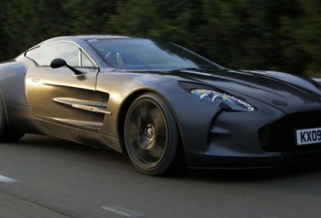Aston Martin One-77 atinge 355 km/h