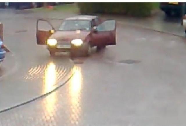 VIDEO: Cu masina pe gheata