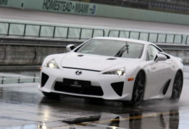 VIDEO: Lexus LFA a fost testat de Top Gear