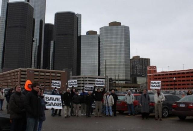 Proprietari de Saab au protestat in fata sediului GM pentru salvarea marcii suedeze