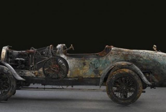 Un Bugatti gasit pe fundul unui lac a fost vandut cu 228.000 lire sterline