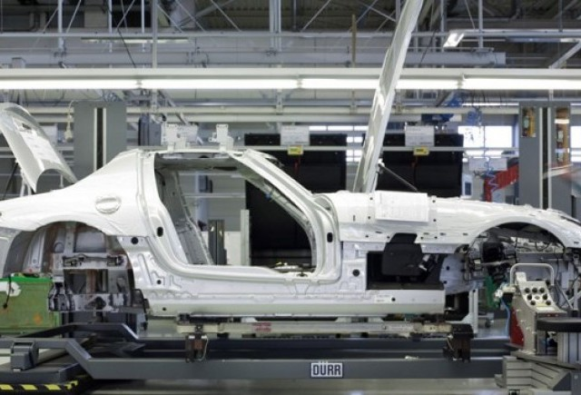 Mercedes incepe productia lui SLS AMG
