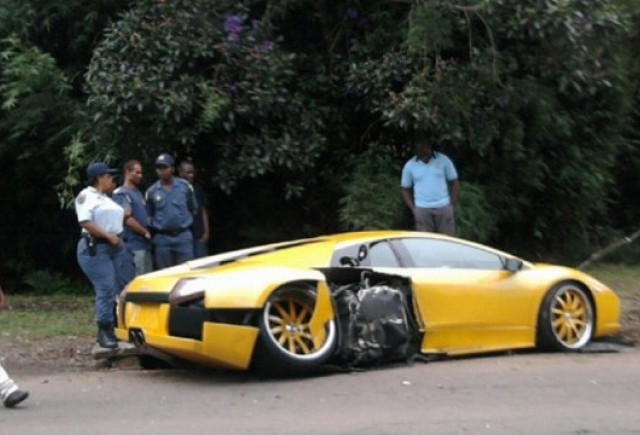 Incredibil: un Lamboghini Murcielago loveste un Ferrari 430