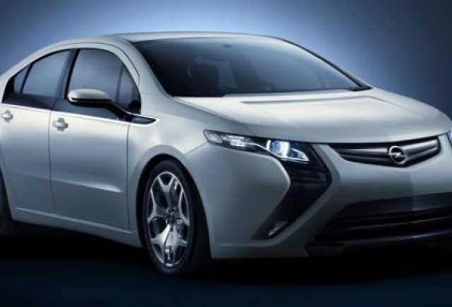 Opel Ampera debuteaza pe sosea in drumul spre Geneva