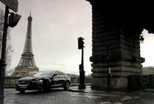 VIDEO: Jaguar XF pe strazile Parisului