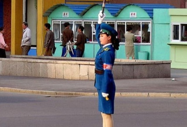 VIDEO: Cum se dirijeaza traficul in Coreea de Nord
