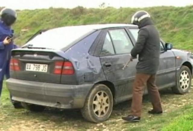 VIDEO: O noua distractie - demolarea masinii