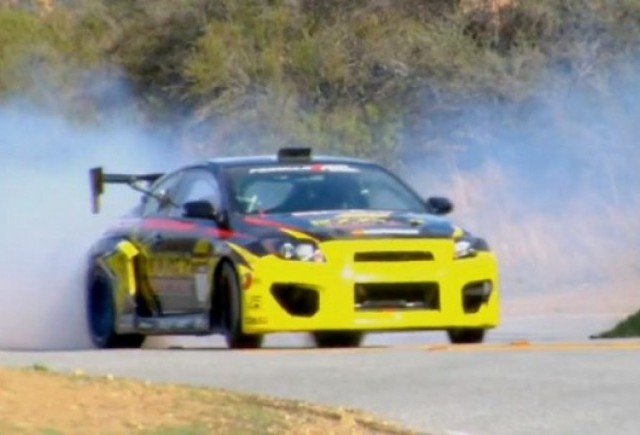 VIDEO: Tanner Foust face drifturi in zona Los Angeles