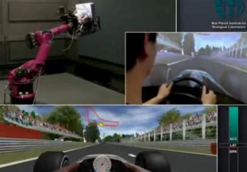 VIDEO: Un robot se transforma intr-un simulator Ferrari F128588