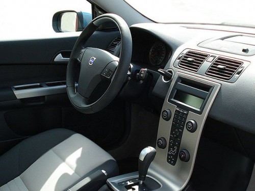 Masinile Volvo pot accelera singure28544