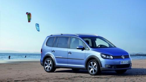 OFICIAL: Iata noul Volkswagen CrossTouran!28173