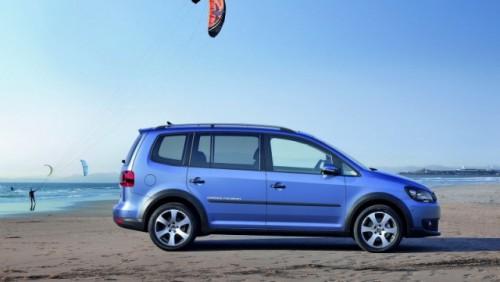 OFICIAL: Iata noul Volkswagen CrossTouran!28175