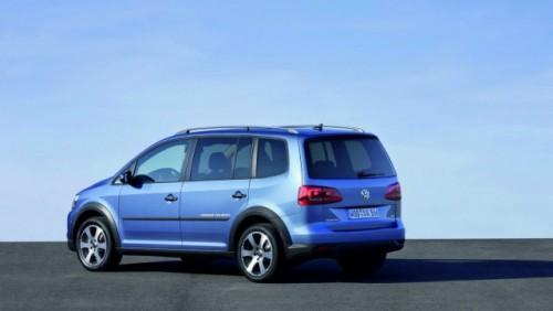 OFICIAL: Iata noul Volkswagen CrossTouran!28176