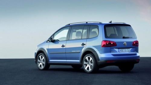 OFICIAL: Iata noul Volkswagen CrossTouran!28178