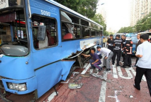VIDEO: Un autobuz alimentat cu gaz explodeaza in trafic28123