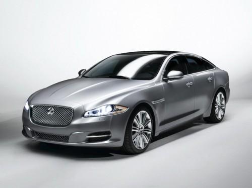 Jaguar este tinut pe loc de Ford28114