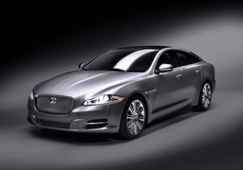Jaguar este tinut pe loc de Ford28117