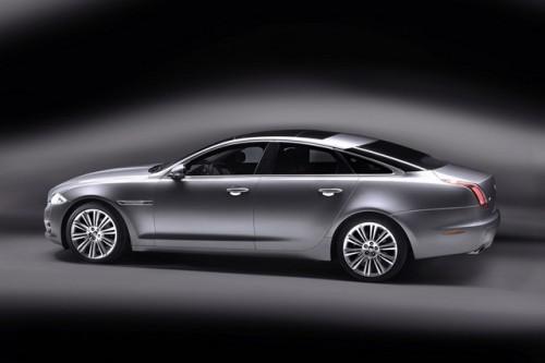 Jaguar este tinut pe loc de Ford28119