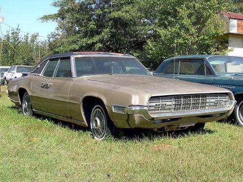 Versiunea din 1968 a modelului Ford Thunderbird28068