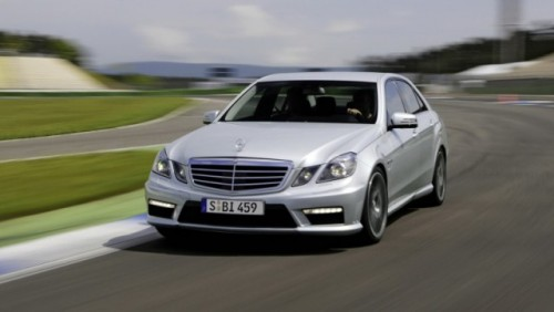 Mercedes E63 AMG primeste un facelift interior minor27315