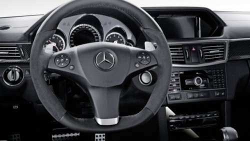 Mercedes E63 AMG primeste un facelift interior minor27317