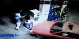 VIDEO: Un sofer beat intra cu masina intr-o pompa de benzina25941