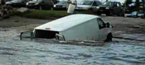VIDEO: Un VAN se scufunda cand incearca sa remorcheze un Jet Ski25768