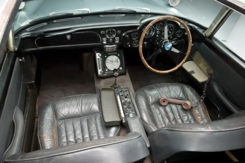 Originalul Aston Martin DB5 din James Bond, scos la licitatie25634