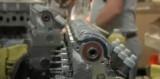 VIDEO: Productia motorului si sasiului Daciei Duster25499