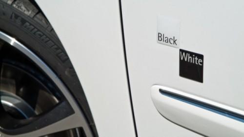 Iata noua editie limitata Peugeot 207CC Black & White25413