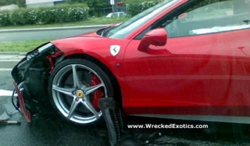 Primul accident cu Ferrari 458 Italia25294
