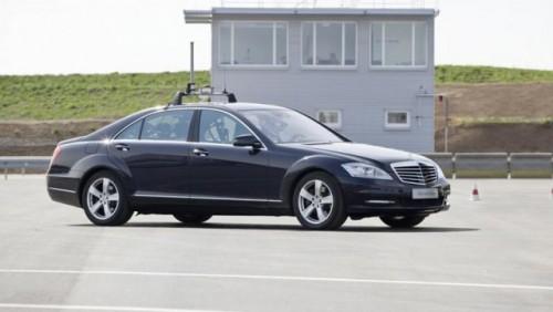 Mercedes dezvolta tehnologia care piloteaza autonom masina25086