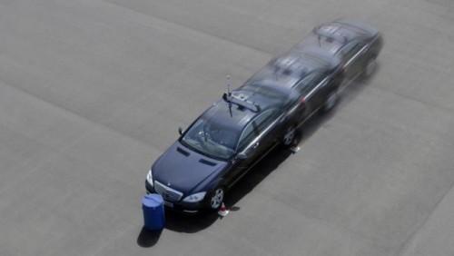 Mercedes dezvolta tehnologia care piloteaza autonom masina25087