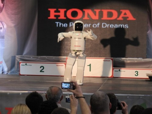 VIDEO: Incredibilul robotel Asimo25001