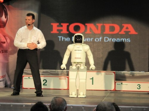 VIDEO: Incredibilul robotel Asimo25002